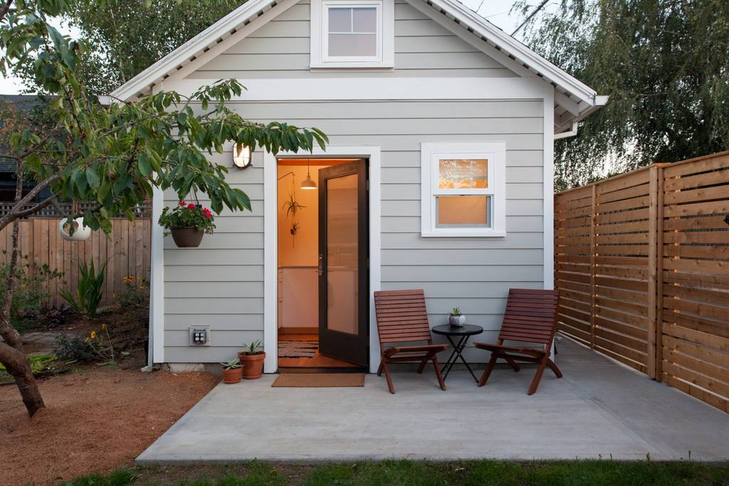 Bright airy tiny house in portland oregon
