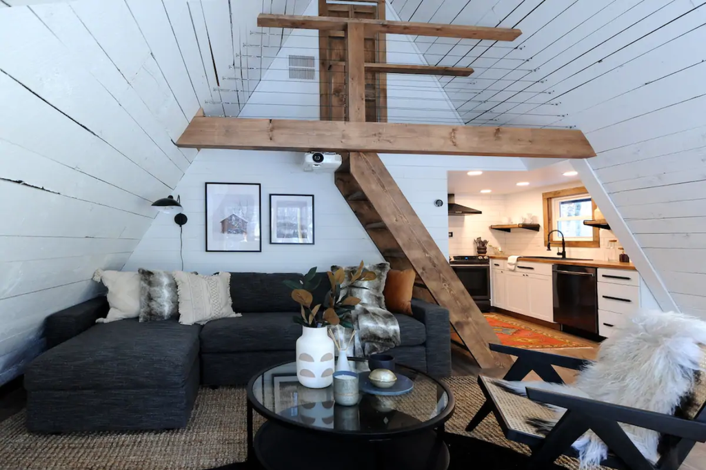 20 Tiny Houses in Pennsylvania You Can Rent on Airbnb in 2020!