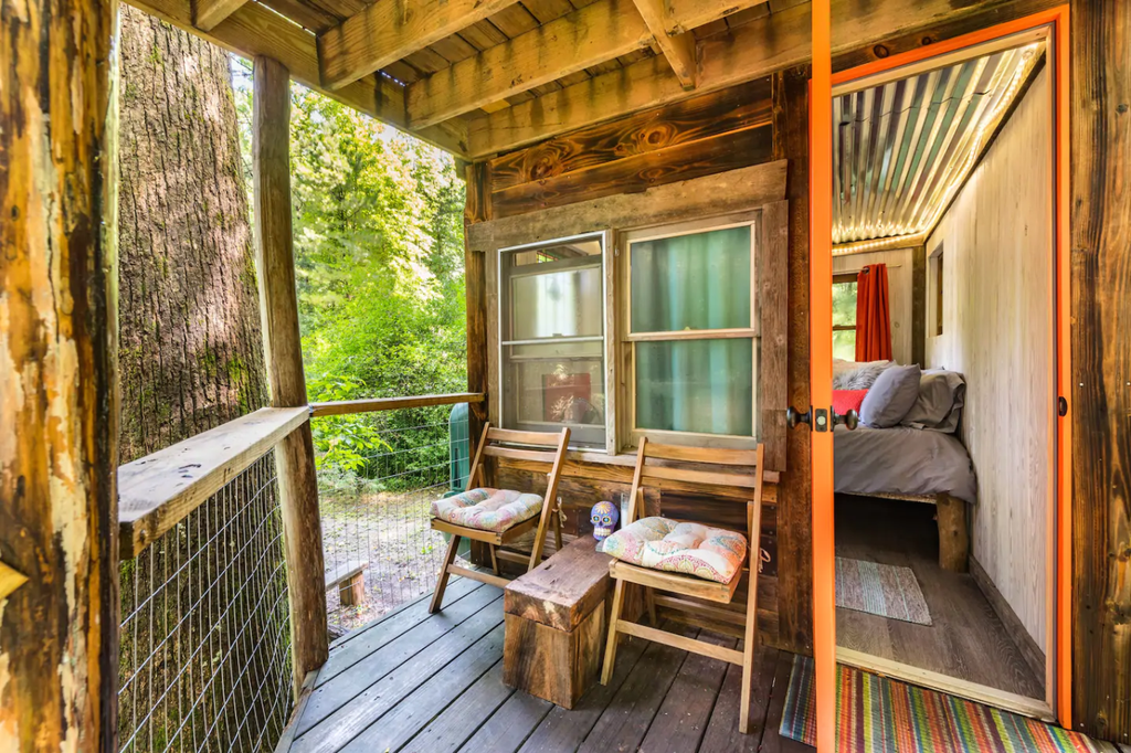 27 Tiny Houses in Georgia You Can Rent on Airbnb in 2020!