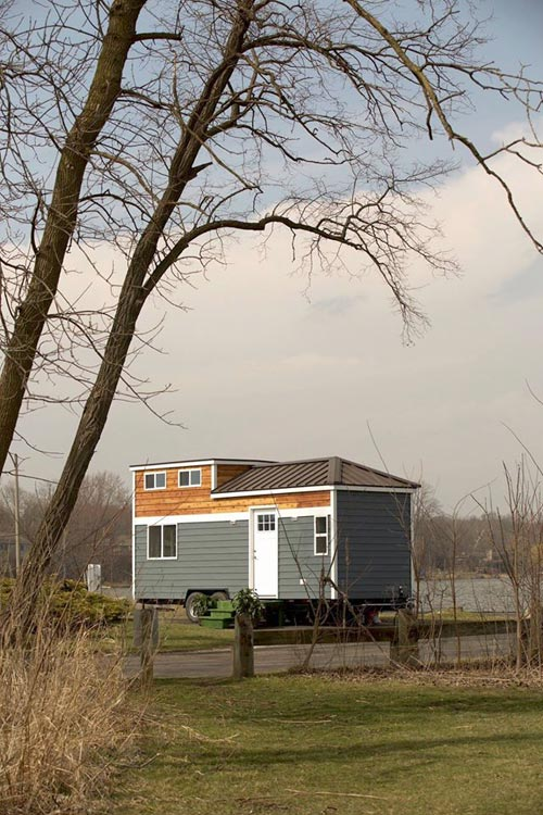 "The ""Notarosa""—A Cozy 24' Tiny House by Titan Tiny Homes"