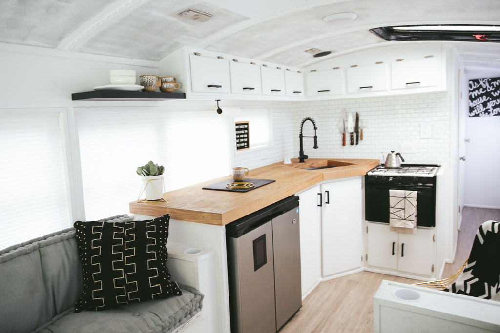 Family of 6 Living Full-Time in a 250-sqft Converted School Bus—The Mayes Team!