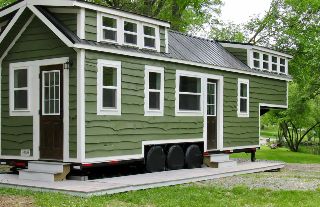 "37' ""Vision"" Tiny House for rent on Airbnb in Elizabethtown, Pennsylvania"