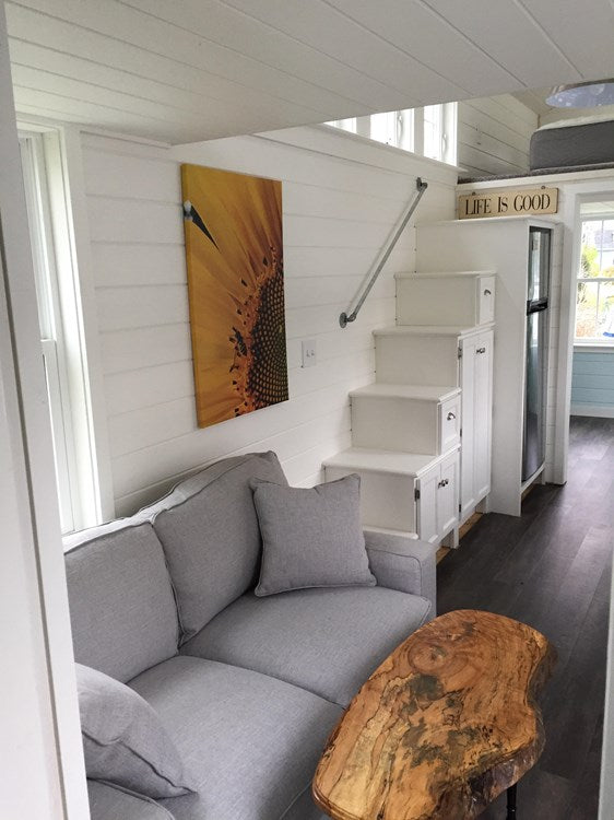 "The Bright and Airy 350-sqft ""Seagrass Cottage"" Tiny House on Wheels"