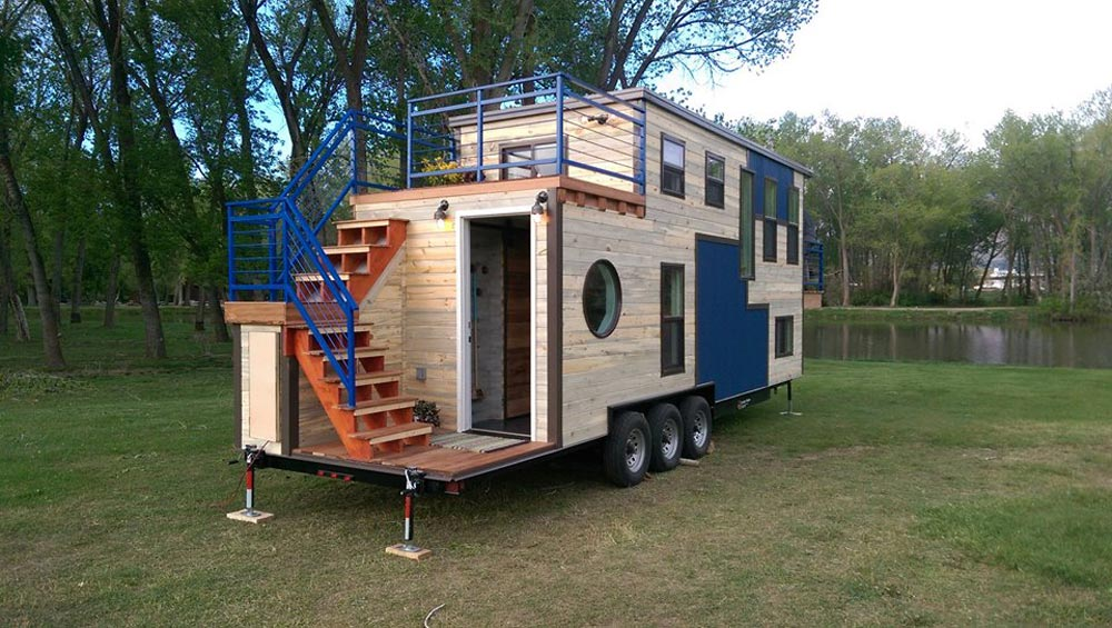 "The ""Ski Lodge"" Tiny House—A Ski-Lover's Paradise by Maximus Extreme Living Solutions"