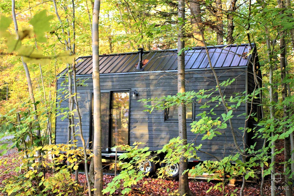 Tiny Cabin in the Woods by Cabane in Quebec