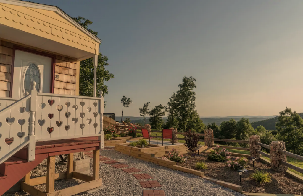 10 Tiny Houses in Arkansas You Can Rent on Airbnb in 2020!