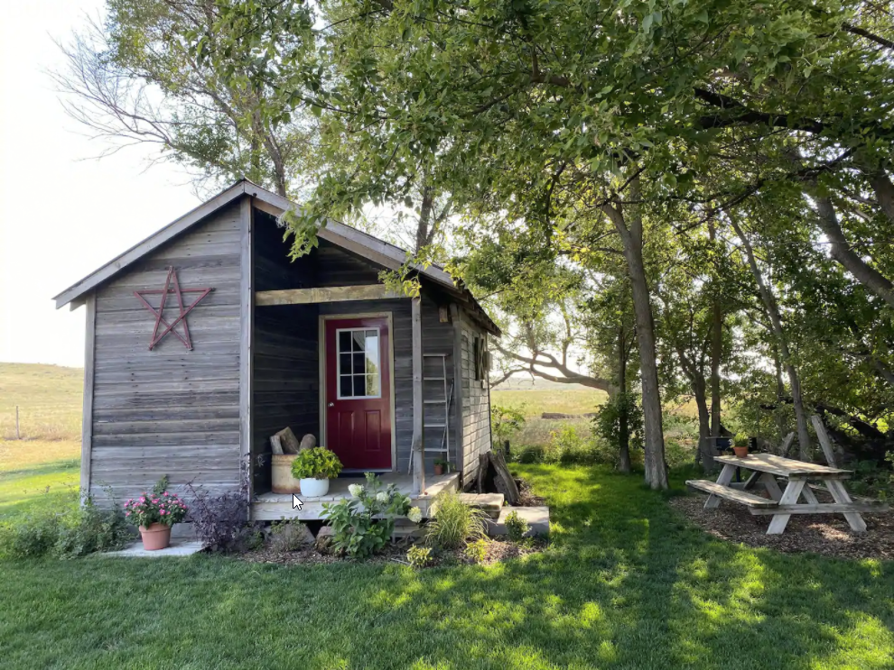 7 Tiny Houses in Nebraska You Can Rent on Airbnb in 2020!