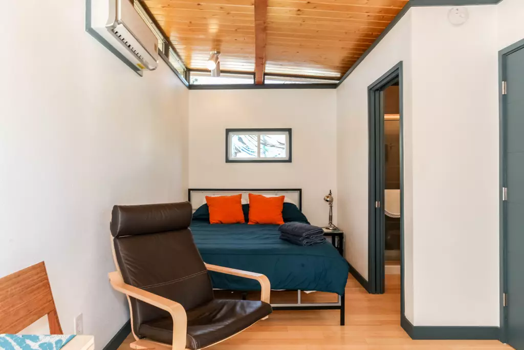 Heart of the east side tiny house on airbnb in austin for Accessory dwelling unit austin