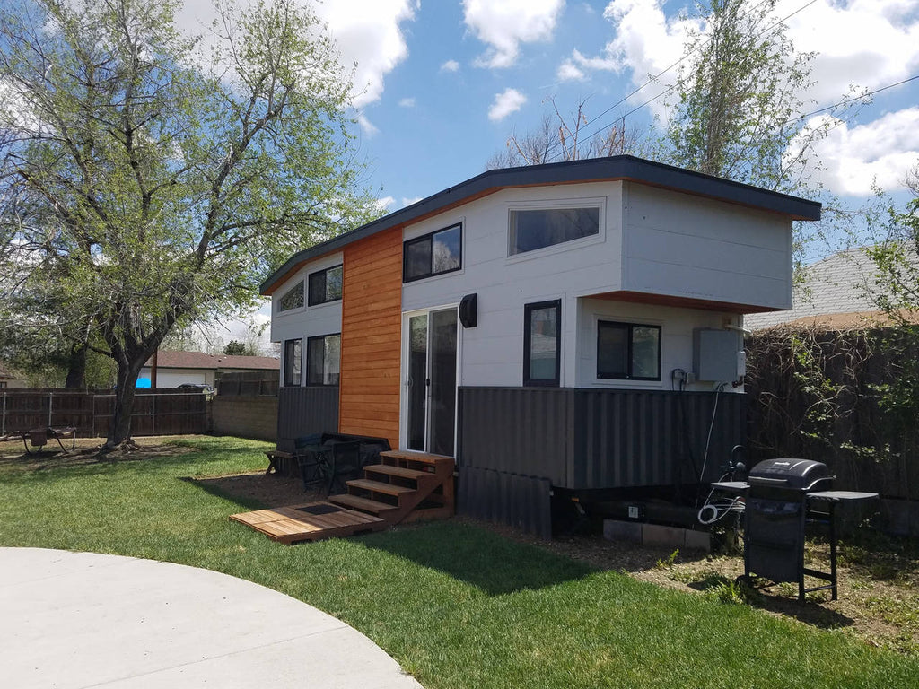 50 tiny houses you can rent on airbnb now dream big for Tiny house company colorado