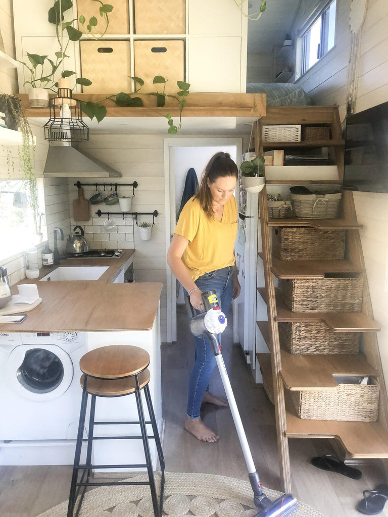 Girl in a Tiny House (@girlinatinyhouse)