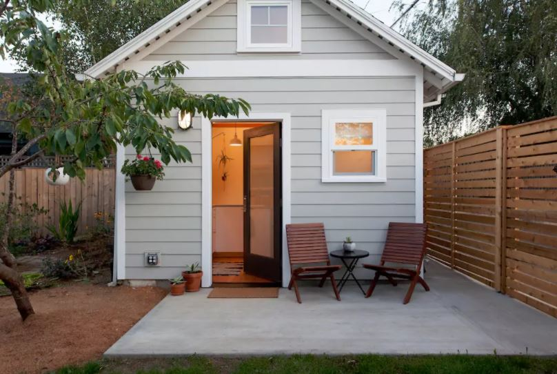 50 Tiny Houses You Can Rent On Airbnb NOW!!