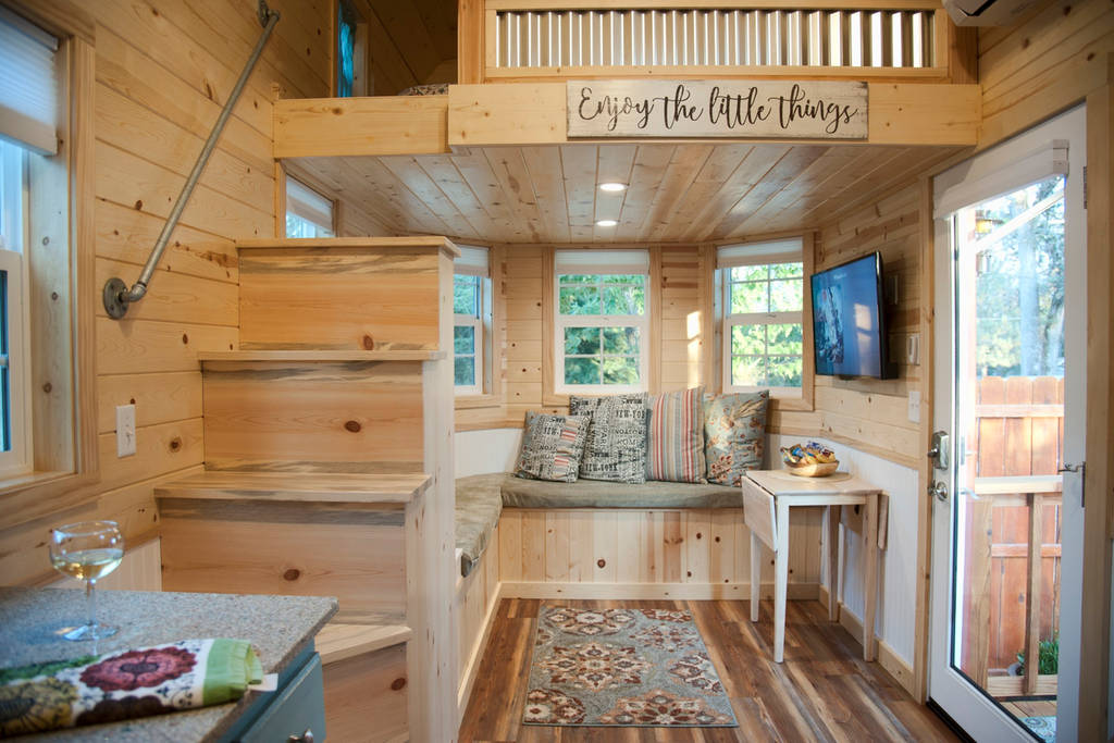 50 tiny houses you can rent on airbnb now dream big live tiny co. Black Bedroom Furniture Sets. Home Design Ideas
