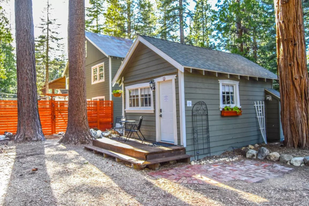 50 tiny houses you can rent on airbnb now dream big for Cheap tahoe cabin rentals