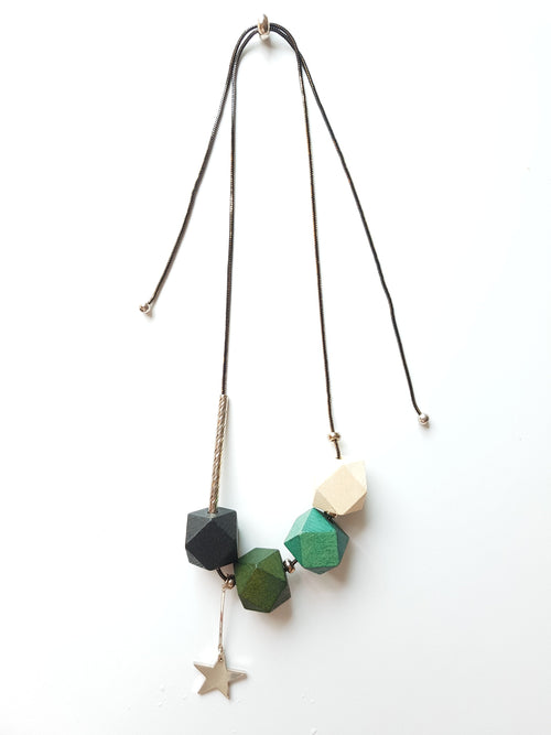 STARS GREEN WOOD NECKLACE