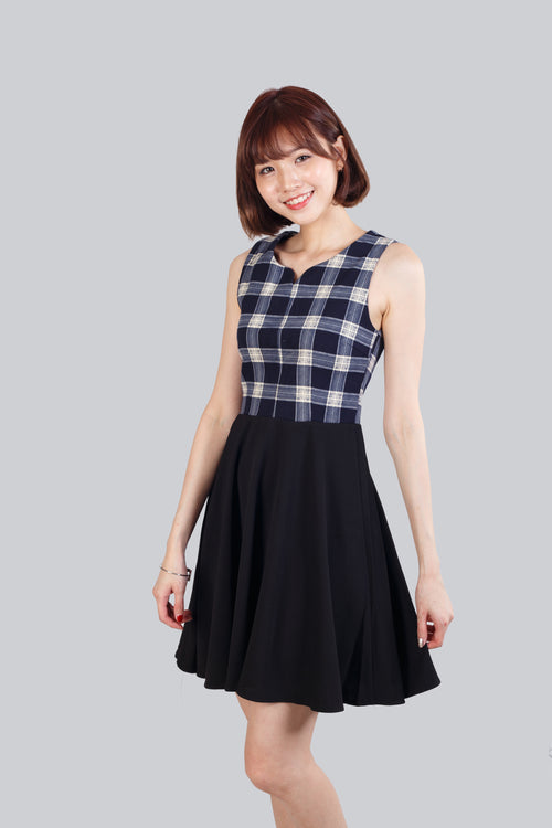 EVE CHECKED FLARE DRESS BLACK