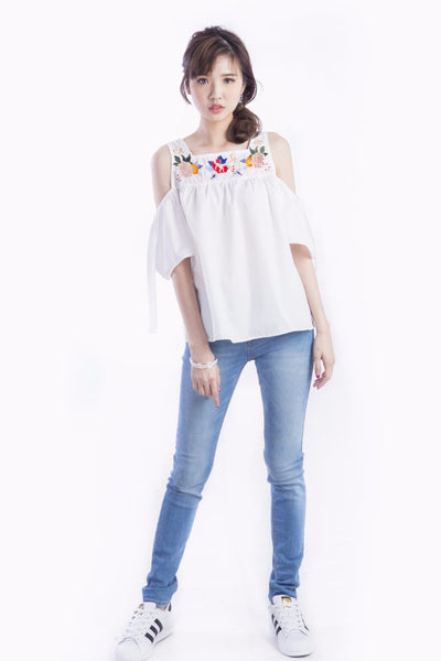 BLOSSOM EMBROIDERED TOP WHITE