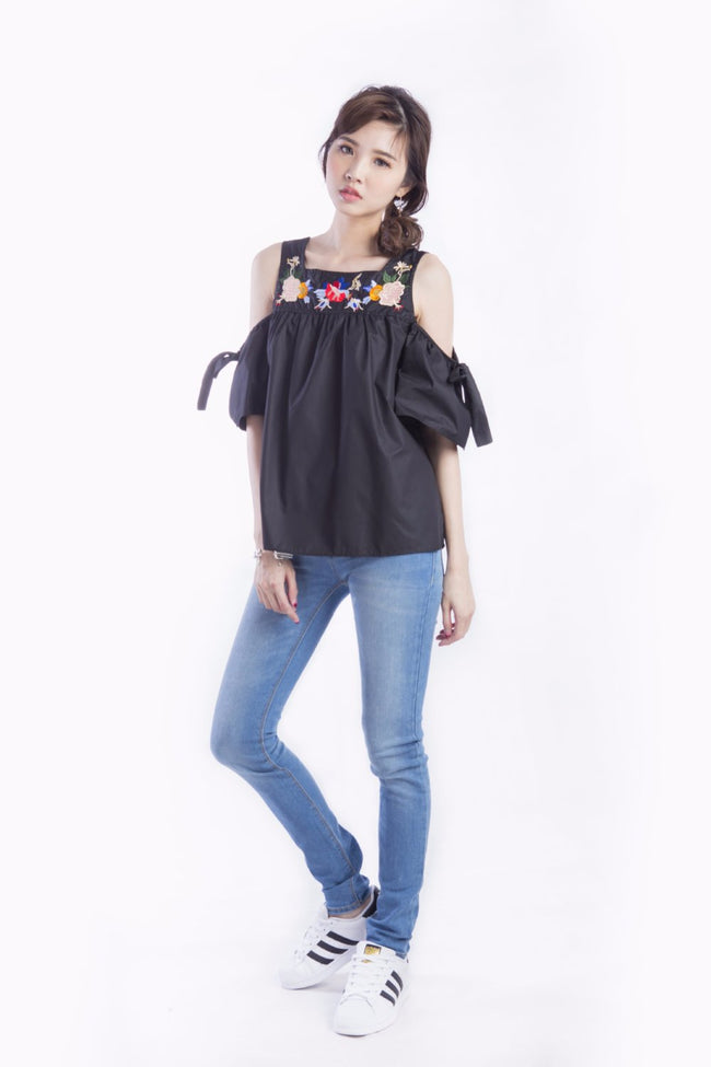 BLOSSOM EMBROIDERED TOP BLACK