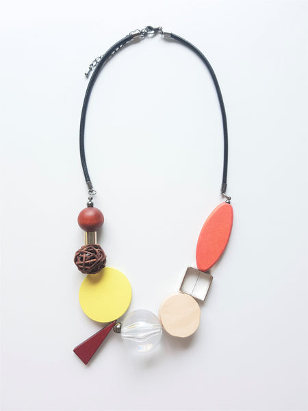 PEARL WOODEN NECKLACE