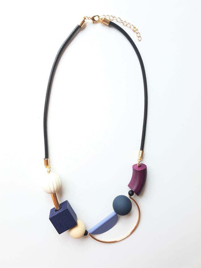 WOODEN NECKLACE BLUE