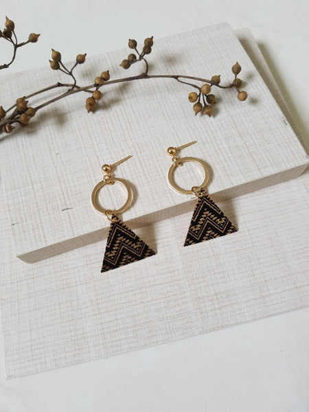 TRIANGLE METAL PRINTED EARRINGS