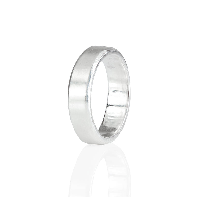 5mm Bevelled Edge Wedding Ring in 18ct Gold