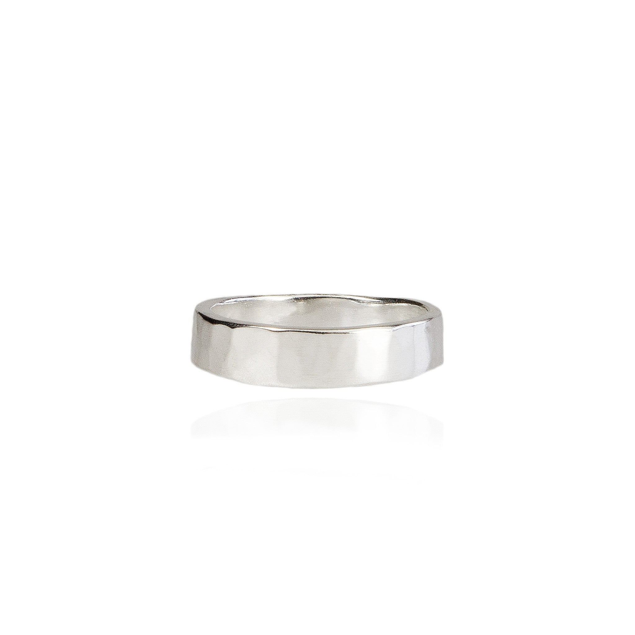 5mm Hammered Wedding Ring in 18ct Gold