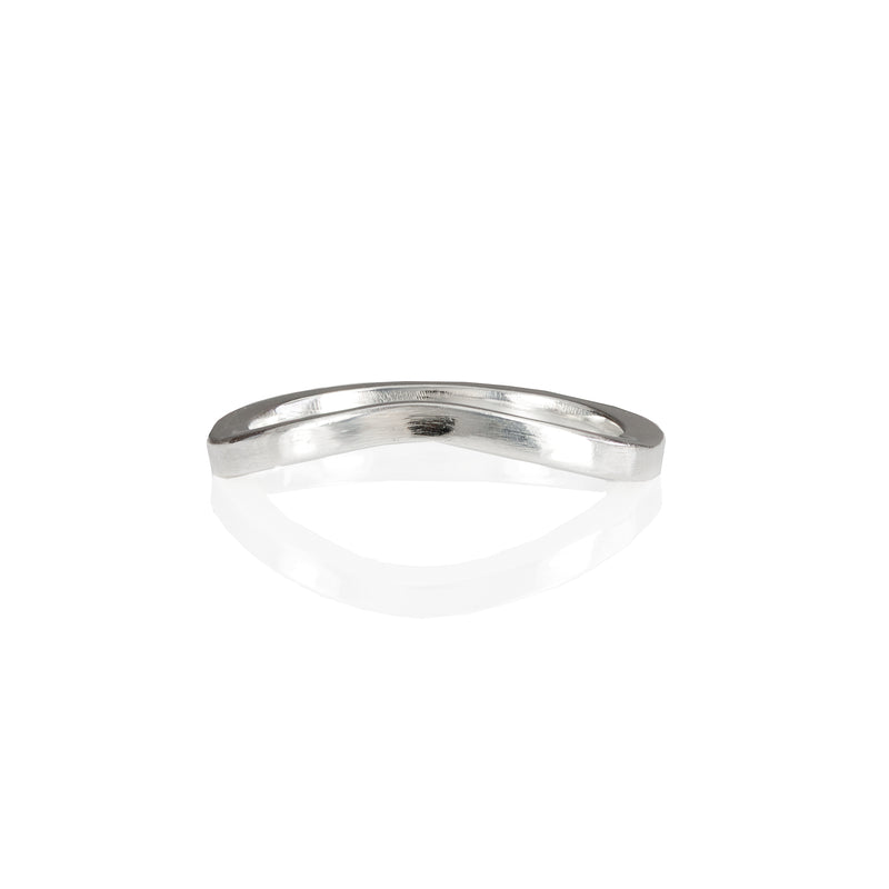 2mm curved wedding band in 18ct Gold