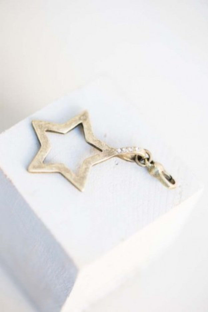 Open Star Charm - antique gold - m-use