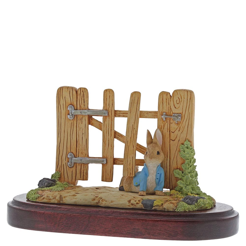 Beatrix Potter Peter Rabbit Squeezed Under Gate 2018 Members Only Figurine