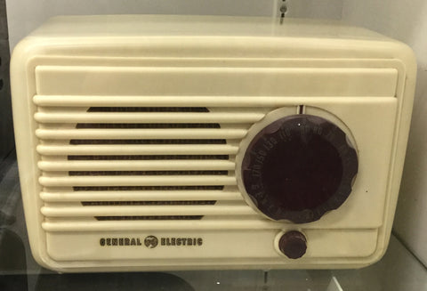 1940's General Electric Plaskon Radio