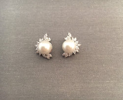 Vintage Style Bridal Earrings with Pearl and Crystals