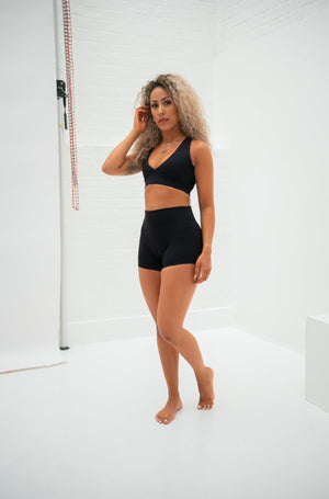 Load image into Gallery viewer, Luxe Scrunch Shorts - Jet Black