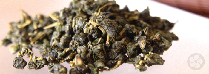 This oolong tea is made in the qing xiang style, leaving the leaves green in color.