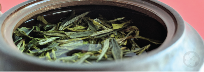 Green tea leaves should always look fresh and green, rather than yellow or brown