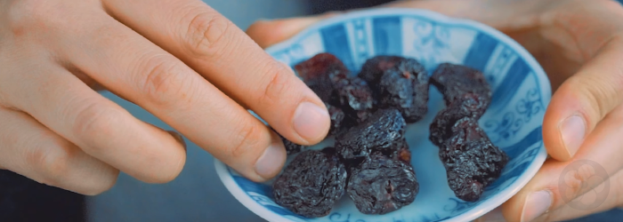 We love to pair dried cherries with our tieguanyin oolong tea