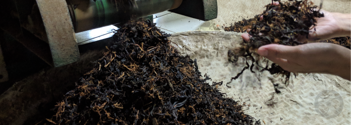 oxidized leaves like those that make up this black tea have less floral aroma bit more fruity flavor notes