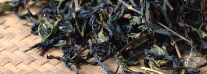 phoenix oolong leaves are long and twisted, and mid-way browned