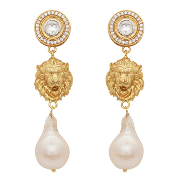 The lion, the crystal and the pearl earrings