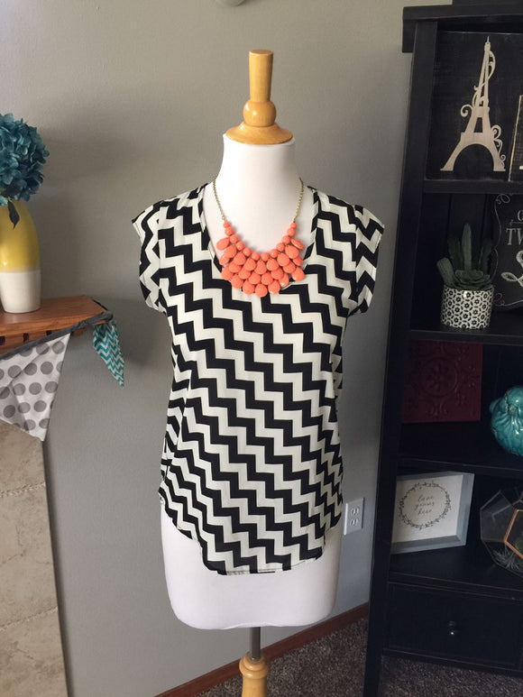 Pre-Loved Women's Like New Chevron Blouse, size S