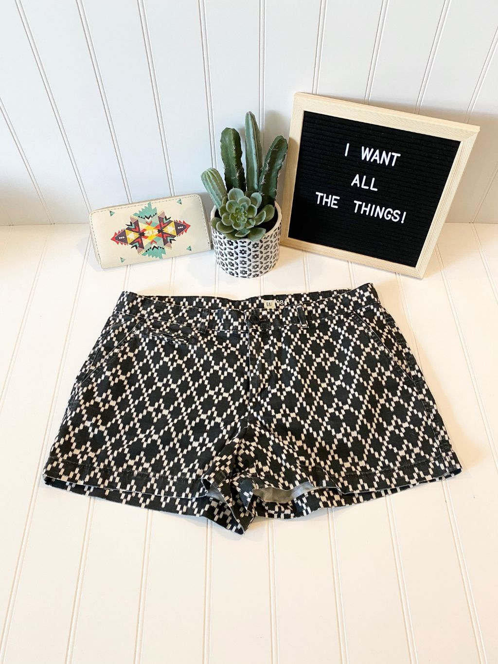 Pre-Loved Women's Gap Printed Shorts, Size 8