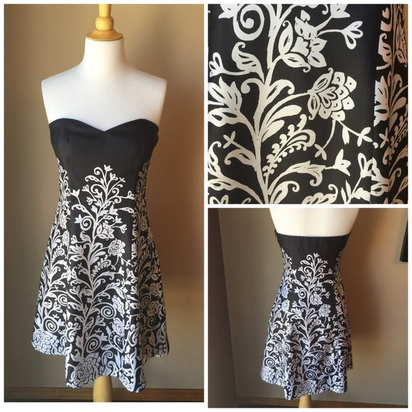 Pre-Loved Women's NEW White House Black Market Dress, Size 6