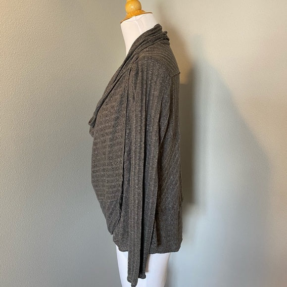 Pre-Loved Boutique REI wrap style top, size XS