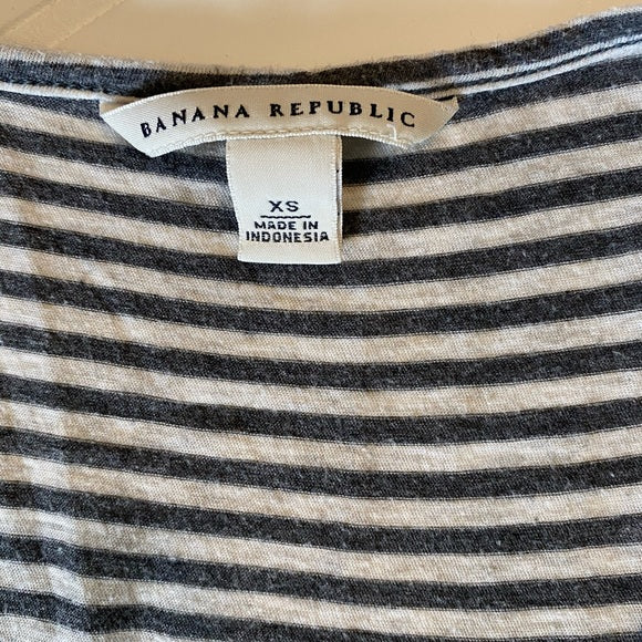 Pre-Loved Banana Republic mixed pattern tank, size XS