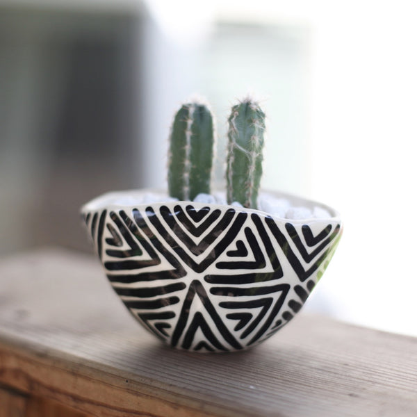 Medium Oval Planter- Zig Zag