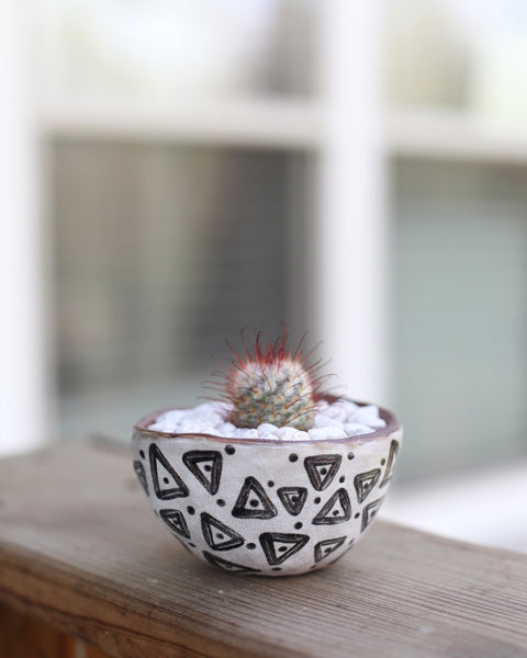 Mini planter- Red stoneware triangles