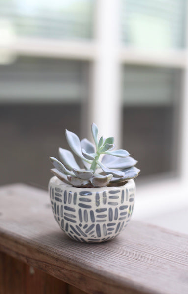Classic planter - Painted Grey Dashes