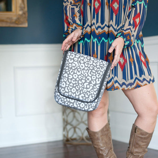 Smokey Leopard Hanging Travel Case - Ciao Bella Boutique