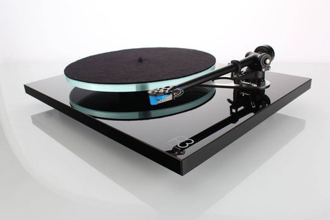 Rega Planar 3 Turntable with Elys Cartridge