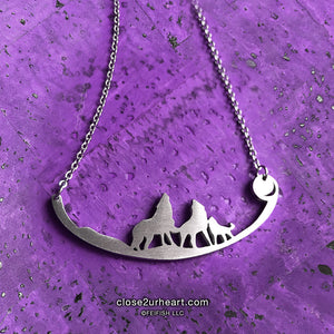 Close 2 UR Heart 3 Wolves Necklace