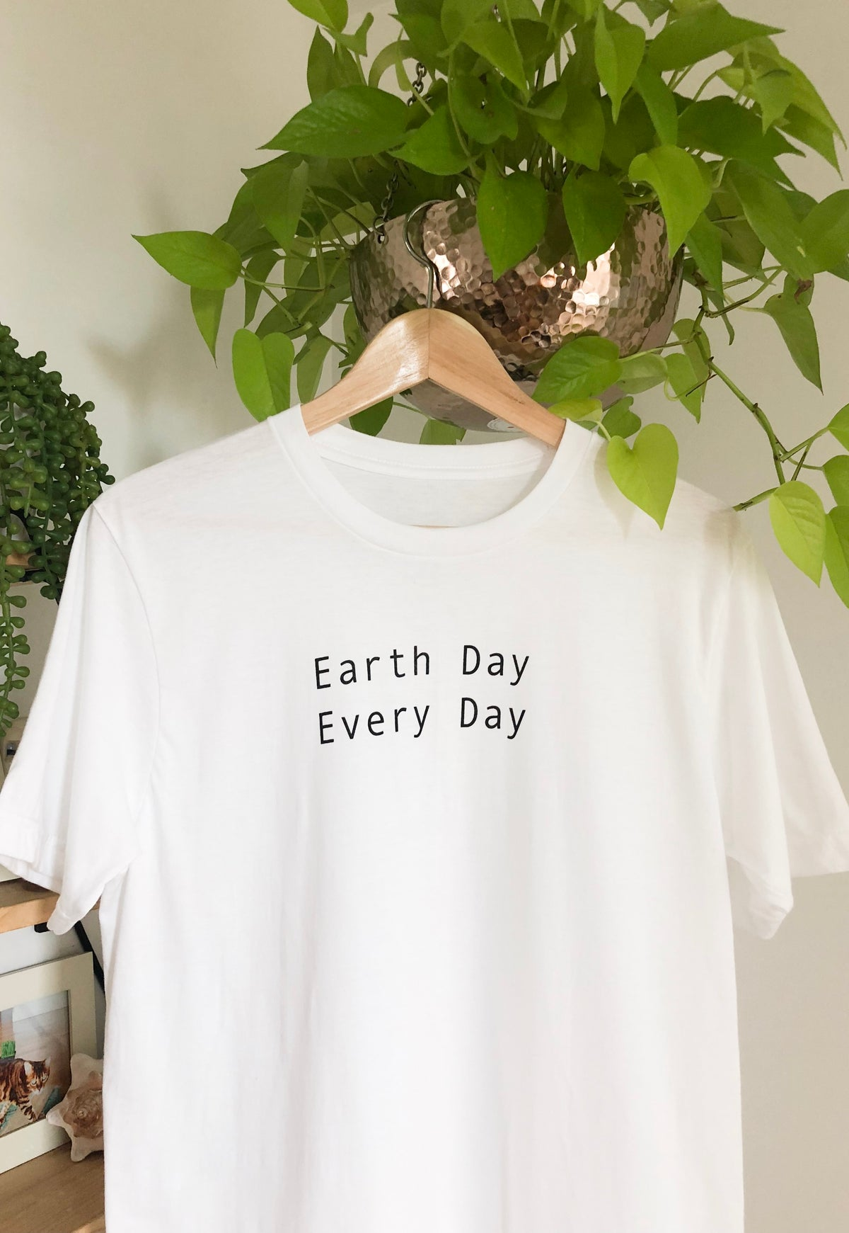 EARTH DAY EVERY DAY TEE (UNISEX)